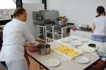 Préparation des desserts en cuisine